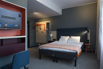 handicap-friendly deluxe room